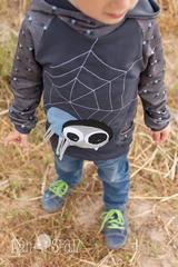 Themenwoche - Cool Boys - Spinnen - Fledermäuse - Kid5 Baggy Pants - Flo Rockerbuben - TiLu Design - Nähen - Kinder - Applikation Spinne - Stretch-Sweat Spider Kid und Bat Camu - Glückpunkt.