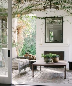 47 inspiring outdoor spaces our favorite sale picks 95 ~ Design And Decoration Casa Patio, Backyard Patio, Backyard Seating, Backyard Ideas, Garden Ideas, Estilo Resort, Outdoor Spaces, Outdoor Living, Outdoor Plants