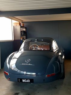Mercedes Benz 300 SL - My list of the best classic cars Mercedes Benz 300 Sl, Mercedes Benz Autos, Mercedes Classic Cars, Bmw Classic Cars, Retro Cars, Vintage Cars, Audi, Benz Amg, Mercedez Benz