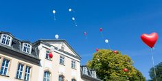 Schöne Idee: Luftballons mit Wünschen für das Brautpaar zur Hochzeit - wedding balloons (Foto: hochzeitsfotograf-thueringen.com)