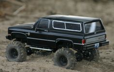 Another picture of that cool scale Chevy Blazer