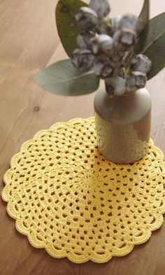 Crochet doily - freeJapanese diagram. English version via this link: http://gosyo.co.jp/english/pattern/eHTML/doily.html