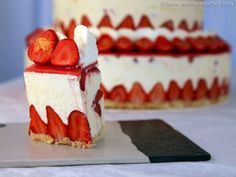 Fraisier Strawberry Wedding Cake - Recipe with images - Meilleur du Chef Naked Wedding Cake, Wedding Cake Prices, Cool Wedding Cakes, Wedding Cupcakes, Wedding Cake Toppers, Strawberry Wedding Cakes, Wedding Strawberries, Strawberry Cakes, Strawberries And Cream