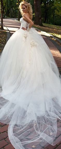 Glamorous Tulle Sweetheart Neckline Ball Gown Wedding Dress With Beadings & Rhinestones