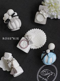 Josi, Yarn Wall Hanging, Clay Ornaments, Handmade Accessories, Packaging Design, Tea Party, Diy And Crafts, Perfume Bottles, Candles