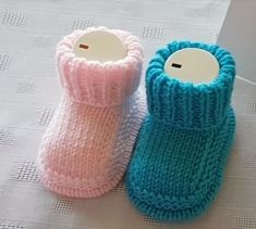 Edge-of-cis-knitting biritl baby booties Knitting is a method by which wool can be inflated to Baby Booties Knitting Pattern, Kids Knitting Patterns, Knitted Booties, Knit Shoes, Knitted Slippers, Crochet Baby Booties, Hand Knitting, Crochet Patterns, Knitted Baby Clothes