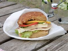 Peggyn pieni punainen keittiö: Pikkusuden sämpylät | K-Ruoka #blogiyhteistyö Salmon Burgers, Sandwiches, Ethnic Recipes, Food, Salmon Patties, Meal, Eten, Meals, Paninis