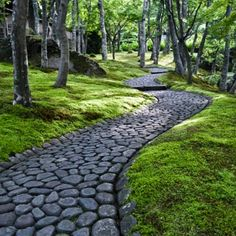 My Handmade life.  From Brooklyn to Hudson and everything in between. Moss Garden, Garden Paths, Garden Landscaping, Modern Garden Design, Landscape Design, Stone Path, Dream Garden, Garden Inspiration, Beautiful Gardens