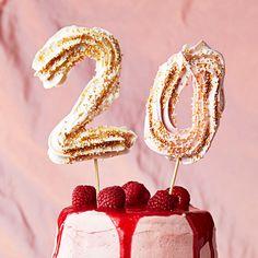 Fira födelsedagsbarnet med snygga siffror i maräng i tårtan eller desserten. Garnera dem gärna med olika sorters strössel. Kokosflingor eller hackade nötter blir minst lika vackert - och gott!
