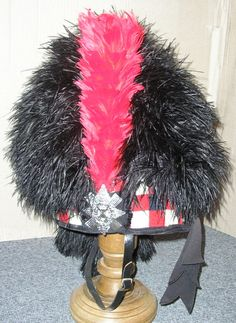 The Scottish feather bonnet is a type of military headdress used mainly by the Scottish Highland infantry regiments of the British Army from about 1763 until the outbreak of World War I. It is now mostly worn by pipers and drummers in various bands throughout the world. British Army Uniform, British Uniforms, Military Uniforms, Military Art, Scottish Culture, Grit And Grace, Highland Games, Hold Fast, Age Of Empires