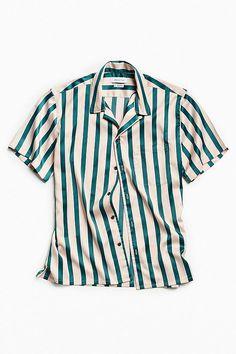 Slide View: 1: UO Liam Satin Short Sleeve Button-Down Shirt