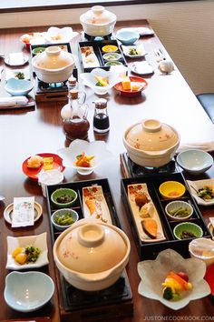 Japanese Dining Etiquette 101 ー 食 事 の マ ナ Japanese Dining Etiquette 101 ー 食 事 の マ ナ- / CDN-cgi / l / E-Mail-Schutz # Easy Japanese Recipes, Guide To Japanese, Japanese Dishes, Asian Recipes, Japanese Buffet, Japanese Lifestyle, Dining Etiquette, Aesthetic Food, International Recipes