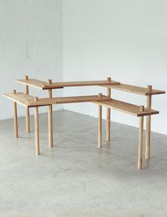 ジグザグテーブル-二本脚でテーブルが立つ!? 立つんです、ジグザグにすると。|イチロのイーロ オンラインストア Craft Show Booths, Craft Booth Displays, Pos Display, Display Shelves, Diy Furniture, Furniture Design, Handmade Wood Furniture, Market Displays, Market Stalls