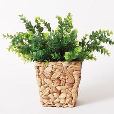 Добавьте в Ваш дом весны и зелени с этим удобным горшком из ротанга!