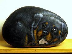 Happy rocks - peinture sur galet - long.13 cm