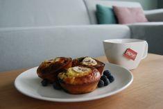 Ontbijten is een goede start van je dag en gezond en lekker gaan prima samen. Zo ook in dit ontbijtrecept van eiermuffins met banaan en bosbessen.