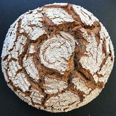 Heute mal ein knuspriges Dinkelbrot mit einem Kochstück aus Roggenschrot und einem Brühstück aus Altbrot. 💯% Sauerteig  #sourdoughbread #breadmaking #breadbaking #sauerteig #sauerteigbrot #brotbackenmachtglücklich #brotbackenmachtspass #breadlover #breadbosses #artisanbread #sauerteigliebe #brotbacken #mehl #backen #brot #brotrezept #brotrezepte #breadmania #speltbread #speltflour #dinkel #dinkelbrot #dinkelmehl #dinkelrezepte #bezirkbaden #bezirkmödling #mödling #districtmödling… Bread, Food, Bread Baking, Brot, Essen, Baking, Meals, Breads, Buns