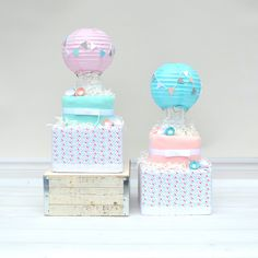 Artículos similares a Hot Air Balloon Shower Diaper Decoration, Baby Girl Hot Air Balloon Diaper Cake, Up and Away Baby Shower Centerpiece, Unique Diaper Cake en Etsy Hot Air Balloon Centerpieces, Baby Shower Centerpieces, Baby Shower Decorations, Baby Shower Diapers, Baby Shower Gifts, Baby Gifts, Unique Diaper Cakes, Baby Bouquet, Floral Baby Shower