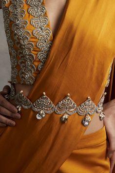 Sari Blouse Designs, Saree Blouse Patterns, Fancy Blouse Designs, Bridal Blouse Designs, Saree With Belt, Saree Belt, Indian Fashion Dresses, Indian Gowns, Pakistani Dresses