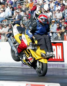 Pillion-riding like never seen before. Thank you Dean Doxler (driver) and Aaron Byrd (passenger) for this superb stunt. http://www.talizma.com/these-12-pictures-will-show-you-the-most-dangerous-stunts-of-all-time/