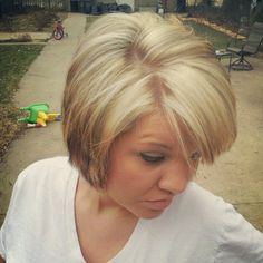 heavy blonde highlights and the short hair that I love! Heavy Blonde Highlights, Cut And Color, Messy Hairstyles, Hair And Nails, My Hair, Short Hair Styles, Hair Makeup, Hair Cuts, Hair Color