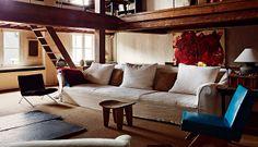 La calidez de la madera con pátina combinada con fotografía, antigüedades y piezas vintage