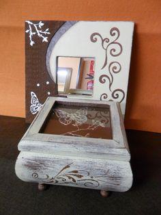 Juego de caja abombada y marco de madera, decapado con pintura Chalk de efecto tiza, estarcidos y texturas.