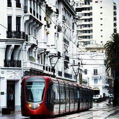 Tramway in Casablanca, Morocco peut-être un jour, j'irai voir mon père, qui sait ?