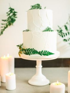 Rustic iced cake: http://www.stylemepretty.com/destination-weddings/2015/06/19/organic-city-chic-wedding-inspiration/ | Photography: Belle & Beau - http://belleandbeaublog.com/