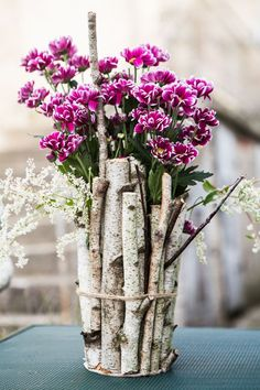 Solve Květiny jigsaw puzzle online with 12 pieces Art N Craft, Ikebana, Flower Crafts, Decoration, Jigsaw Puzzles, Diy And Crafts, Glass Vase, Spring, Wood