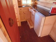 Nice-Sized Tiny House The house is 190 sqf, hot water on demand, all screw construction, R value at 22, located in Alvin, Texas,flushing toilet, grey and black water separate.