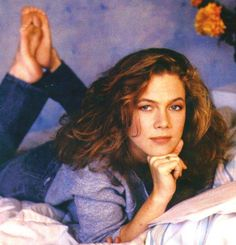 Kathleen Turner always loved her style! Hollywood Stars, Classic Hollywood, Hollywood Actresses, Actors & Actresses, Celebrities Reading, Seductive Photos, Tiny Dancer, Sexy Feet, Pop Group