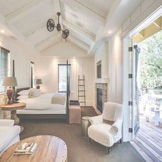 Farmhouse Inn is a Product Launch Venue in Forestville, California, United States. See photos and contact Farmhouse Inn for a tour. Farmhouse Inn, Modern Farmhouse, Farmhouse Interior, Farmhouse Design, Farmhouse Style, Farmhouse Architecture, Home Interior, Interior Design, Home Decor