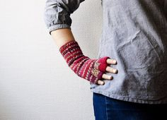 Hand knitted fingerless gloves with stripes in red and gray. lingon berry on Etsy, $31.89