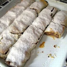 Almás rétes cukrász módra #AlmaSzerda #AppleWednesday #Gasztrohos Hungarian Cookies, Hungarian Desserts, Hungarian Cake, Hungarian Recipes, Hungarian Food, European Dishes, Bread And Pastries, Wonderful Recipe, Strudel