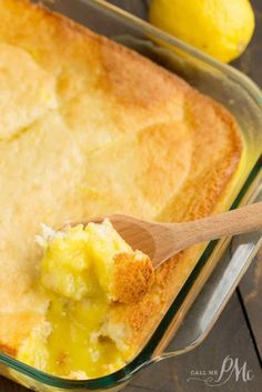 "Easy Lemon Lava Cake recipe -A fresh and light lemon dessert, with a creamy lemon pudding on the bottom and a light souffle-like ""cake"" topping. A perfect meal-ender. Reminds me of Lemon Pudding Cake Lava Cake Recipes, Lava Cakes, Köstliche Desserts, Delicious Desserts, Easy Lemon Desserts, Lemon Dessert Recipes, Myer Lemon Recipes, Lemon Recipes Easy, Pudding Desserts"
