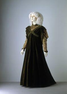 Tea Gown Liberty & Co., 1894 The Victoria & Albert... - OMG that dress!
