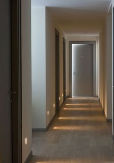 Top 60 Best Hallway Lighting Ideas - Interior Light Fixtures Make stumbling in the dark a thing of the past with the top 60 best hallway lighting ideas. Corridor Lighting, Indirect Lighting, Dark Hallway, Hallway Ideas Entrance Narrow, Modern Hallway, Light In The Hallway, Hallway Wall Lights, Recessed Wall Lights, Interior Wall Lights
