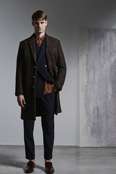 See the complete Jeffrey Rüdes Fall 2016 Menswear collection.