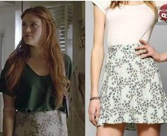 teen wolf kimchi blue classic floral skater skirt As seen on Lydia in teen wolf. Size M. Same as in the second photo. Teen Wolf Fashion, Teen Wolf Outfits, Fashion Tv, Fashion Outfits, Lydia Martin Style, Lydia Martin Outfits, Lydia Martin Hairstyles, Floral Skater Skirt, Tv Show Outfits