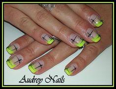 French jaune fluo + déco liner croisé noir par Audrey Nails 91