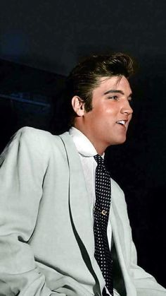 elvis presley young - Icon People - Ideas of Icon People - elvis presley young Elvis Presley Young, Elvis Presley Pictures, King Elvis Presley, Elvis Presley Family, Young Elvis, Elvis And Priscilla, Priscilla Presley, Lisa Marie Presley, Rock And Roll