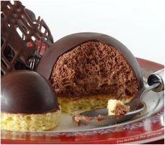 Chocolate mousse in the cup Fancy Desserts, Sweet Desserts, Sweet Recipes, Delicious Desserts, Mousse Au Chocolat Torte, Biscuits, Cake Ingredients, Mini Cakes, Plated Desserts