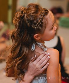 Flower girl hair, this would look great on sandra <3