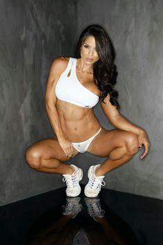 Female Form #StrongIsBeautiful #Motivation #WomenLift2 Michelle Lewin
