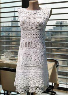Купить или заказать 'Белоснежка' в интернет-магазине на Ярмарке Мастеров. Нежное, романтичное, белое вязаное платье с двойной каймой и ажурными узорами. Платье связано спицами. Материал - хлопок с вискозой очень приятен к телу и не жаркий. Под платье предлагается юбка -подклад из трикотажной сетки. При желании можно сделать с рукавчиками.