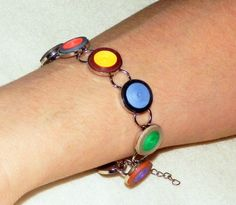 A fun quilled bracelet design to try.