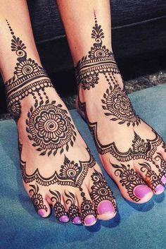 Henna tattoos are to go for in case you wish to try some designs before getting the same tattoo and not only. Want to have fun? Go for it with henna! Henna Tattoo Designs, Henna Tattoos, Leg Henna Designs, Wedding Henna Designs, Mehndi Designs Feet, Indian Henna Designs, Beautiful Henna Designs, Foot Tattoos, Henna Mehndi