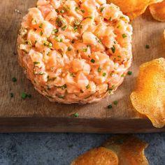 Get Fresh Salmon Tartare Recipe from Food Network Fish Recipes, Seafood Recipes, New Recipes, Chicken Recipes, Cooking Recipes, Favorite Recipes, Healthy Recipes, Ceviche, Tartare Recipe