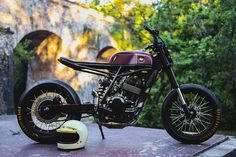It's what we call bikes in England and Down Under that are super easy to throw around on the road. Flat Track Motorcycle, Tracker Motorcycle, Motorcycle Events, Retro Motorcycle, Cafe Racer Motorcycle, Moto Bike, Custom Motorcycles, Custom Bikes, Black Ford Raptor